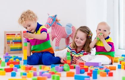 באיזה גיל הילד שלי אמור להתחיל לשחק עם ילדים אחרים? / קרן יטיב